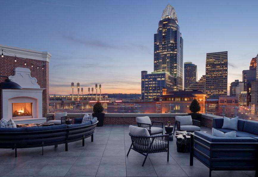 Dining in Rooftop Bar, Cincinnati
